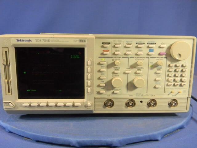 Tektronix TDS754D 4 Channel, 500 MHz, Digital Phosphor Oscilloscope