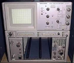 Tektronix 7104 4 Slot 1 GHz Oscilloscope Mainframe